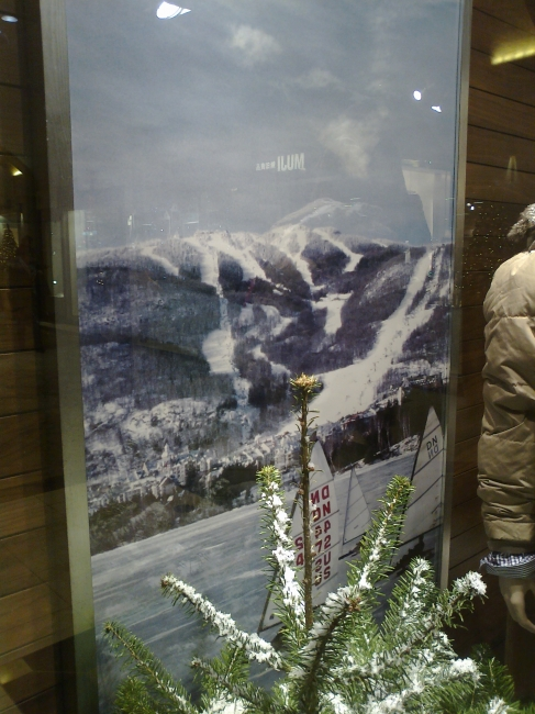 GANT ice racers in front of hill slope, store diplay