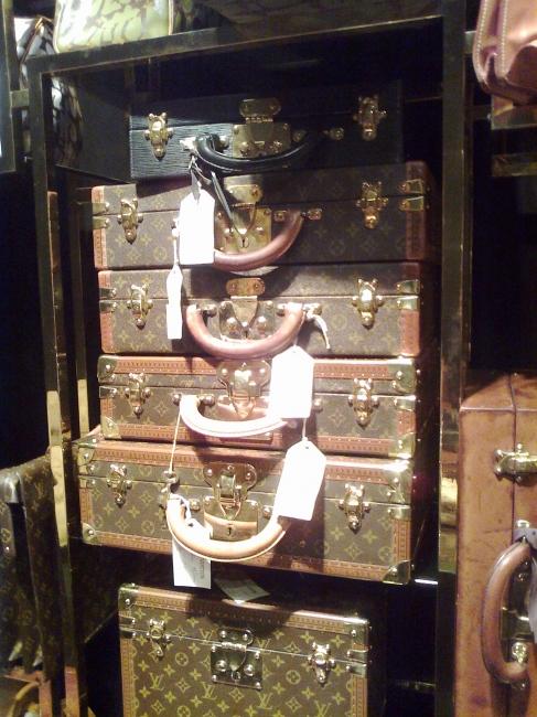 Grande Louis Vuitton luggage set, in hallmark brown pattern leather, restored vintage set