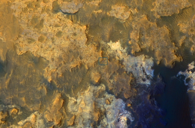 Mars Orbiter Sees Curiosity Rover in 'Artist's Drive', Unannotated Image Click on the image for larger version A view from NASA's Mars Reconnaissance Orbiter on April 8, 2015, catches sight of NASA's Curiosity Ma...