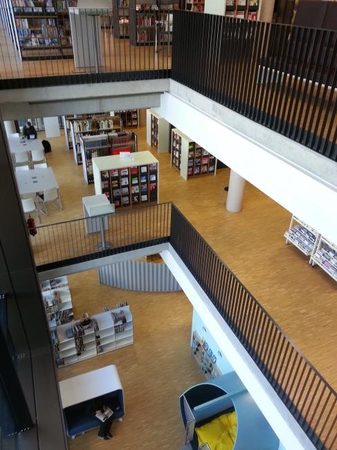 Lichte Öffnung in der Zentralbibliothek Duisburg,