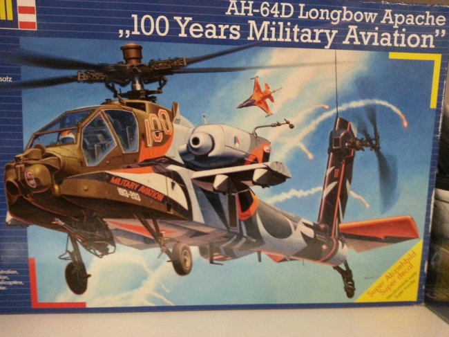 "Revell AH-64D Longbow Apache ""100 Years Military Aviation"" Bemalung,"