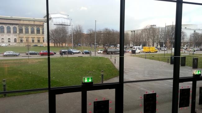 HFF Foyer, Gegenüber ist die Alte Pinakothek, Hochschule für Fernsehen und Film München