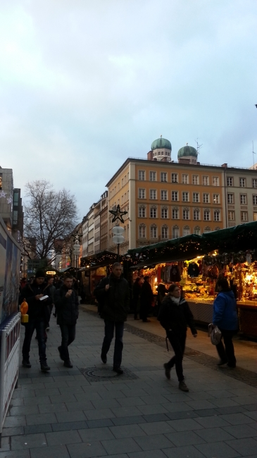 Weihnachtsmarkt am Marienplatz, Marienplatz Richtung Kaufinger