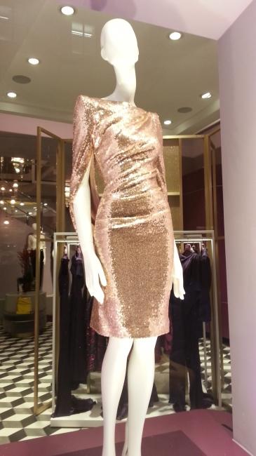 """Talbot Runhof, Schaufenster """"gold dress"""""""