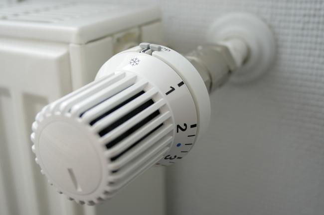 IMG_4054_Thermostat_schraeg_Frost_halbnah_weitwinkel.JPG,