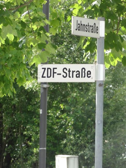 ZDF Straße, Ecke Betastraße,