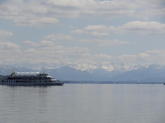 Dampfer am Starnberger See in der Nähe von München,