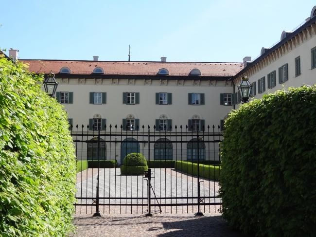 Ehemaliges Schloss, und jetzt in Privatbesitz am Starnberger See in der Nähe von München