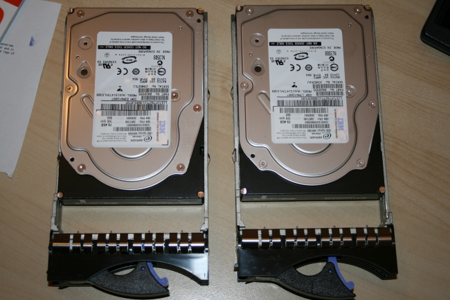 Drive trays and old drives, IBM x3650 7979G