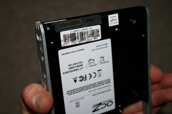 IMG_0930_IBM-Server_Fitting a SSD into x3650 drive trays.JPG,