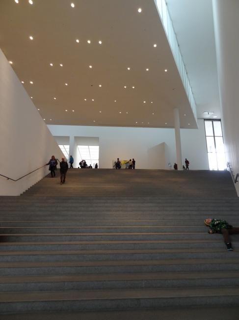 Pinakothek der Moderne, Large staircase