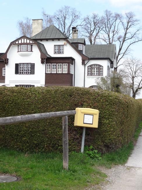 Briefkasten in der Nähe des Klosters, am Ammersee