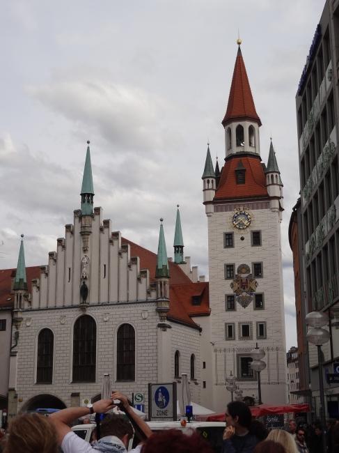 Blick Richtung Spielzeugmuseum, München, vor dem Rathaus