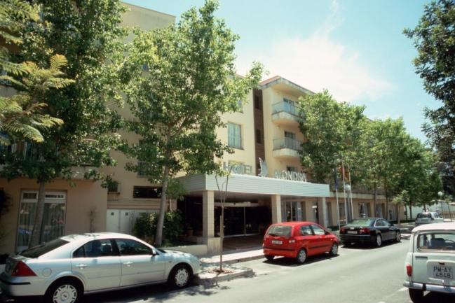 Film3_03.jpg, Hotel Alondra Foyer