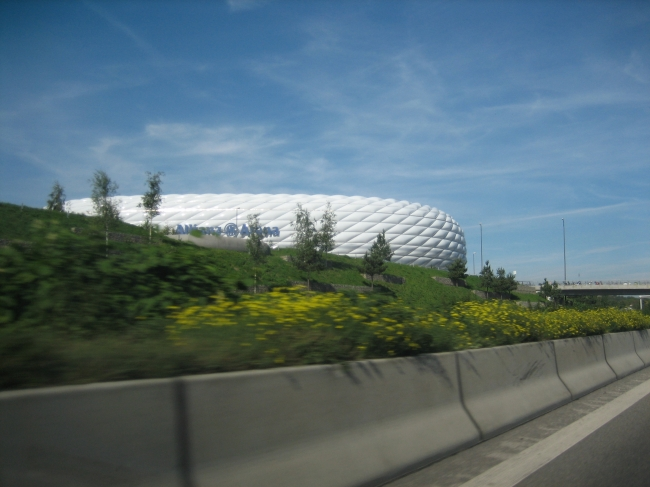 Allianz Arena von der Autobahn,