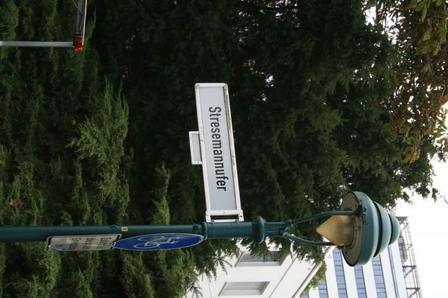 Stresemannufer bei Bonn, Schürmannbau gleich um die Ecke...