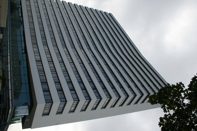 Neubau am Rhein, Bonns riesiges Kongresszentrum und Hochhaus