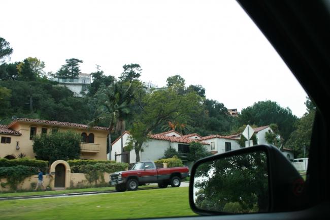Neighborhood on Griffith Park Road,