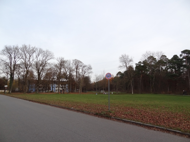 Grundstück bei Grünwald, manchmal campiert der Zirkus hier, am Kinderheim
