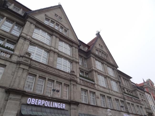 Facade des Oberpollinger am Stachus, Kaufinger Str., München, man beachte die Segelschiffe am First