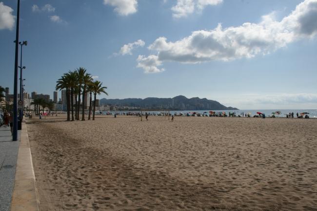 IMG_10065_Playa de Poniente.JPG, Der Strand