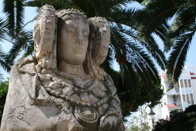 Figur an der Ecke des Parc d'Elx, Benidorm Centro, Paseo de Colon