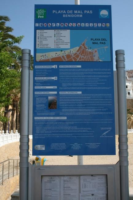 """Playa de Mal Pas, the """"small cove"""" at the foot of Castel de Benidorm"""