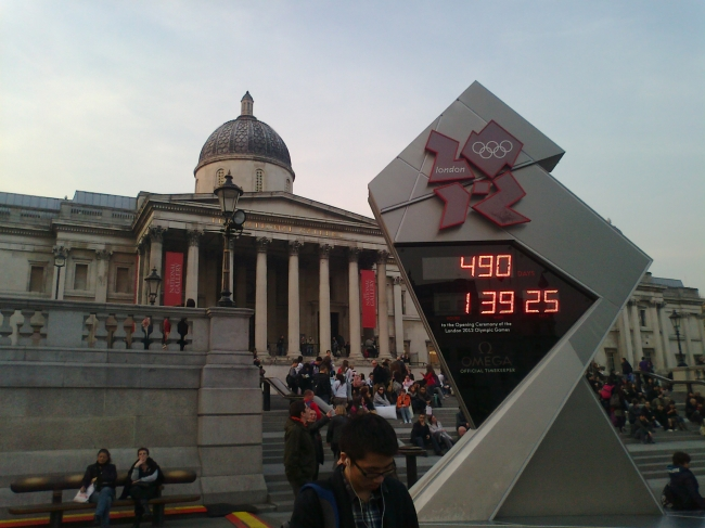 Olympic Countdown @ Trafalgar Square, National Gallery in the background