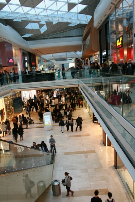 Shopping mall crowd, @ Westfield, White City