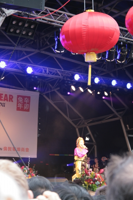 The Chinese singer on stage,