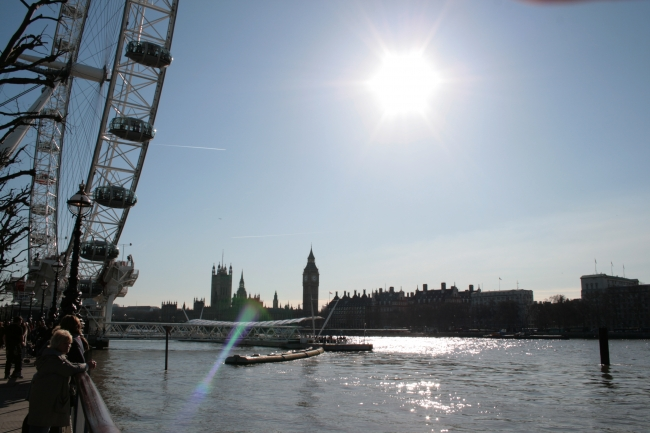London Eye, people lurking, lens flare,