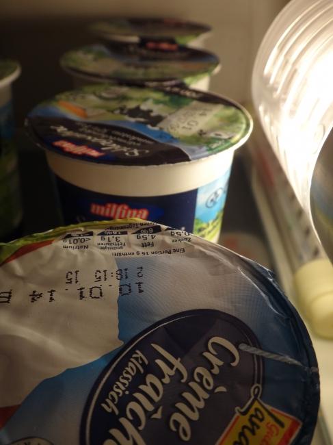 Crème Fraîche im Kühlschrank,