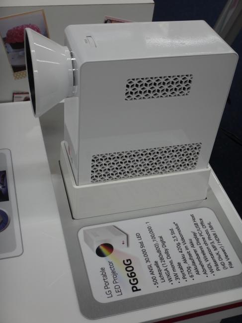 LG PG60G - Mini Projektor LED, Saturn