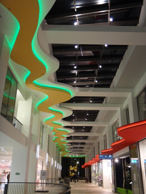 Wellen Decke, im Sonnenwall ehem. Galeria Mall Gebäude