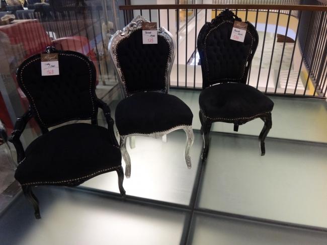 Noch mehr barocke Sessel, mit der Beleuchtung von unten... hat was von Kubrick, ... und Tron: Legacy