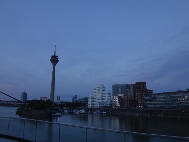 Blue hour @ Medienhafen,