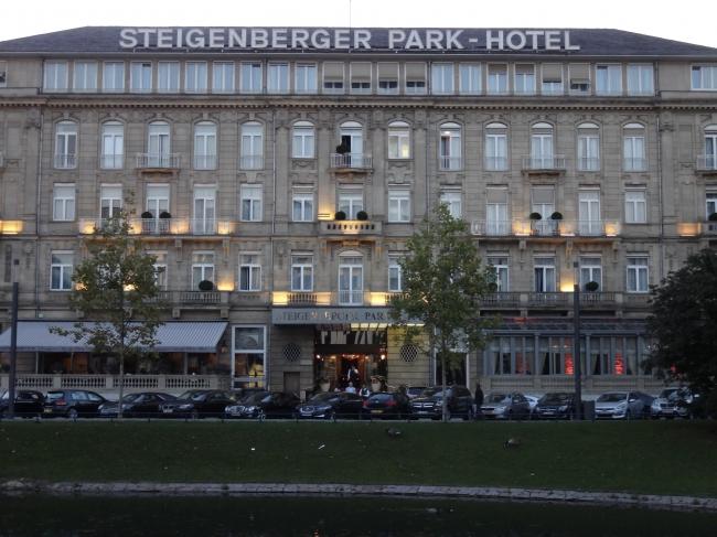 Steigenberger Park-Hotel, Düsseldorf, as seen from the Kö-Bogen promenade