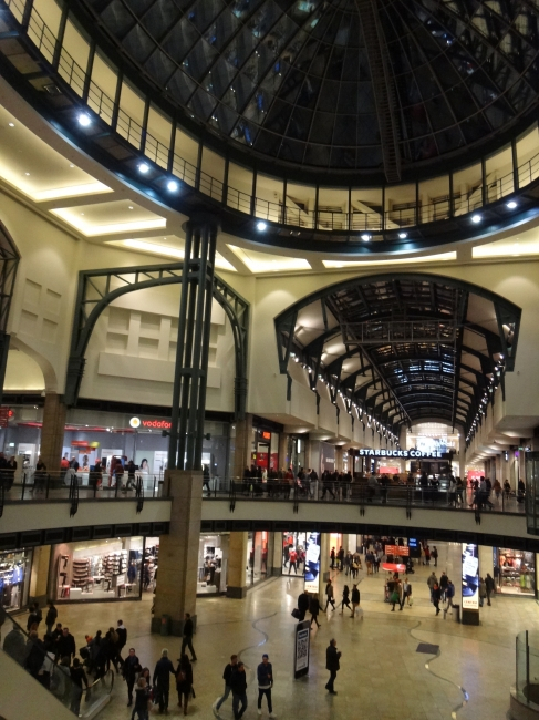 Central dome and new hallway, Vodafone store, Starbuck's, Calzedona, and Peek&Cloppenburg in the far back