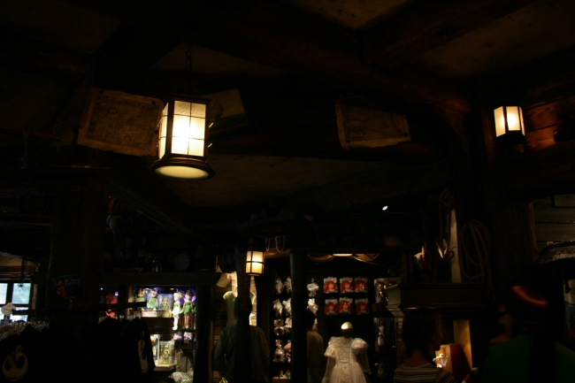 Pirates of the Caribbean gift-shop / exit, lamps and ceiling details