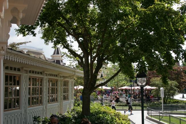 Plaza Garden restaurant, looking south, umbrellas of Victoria's Kitchen in background