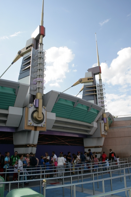 Queue to Buzz Lightyear Laser Blast, roof detail