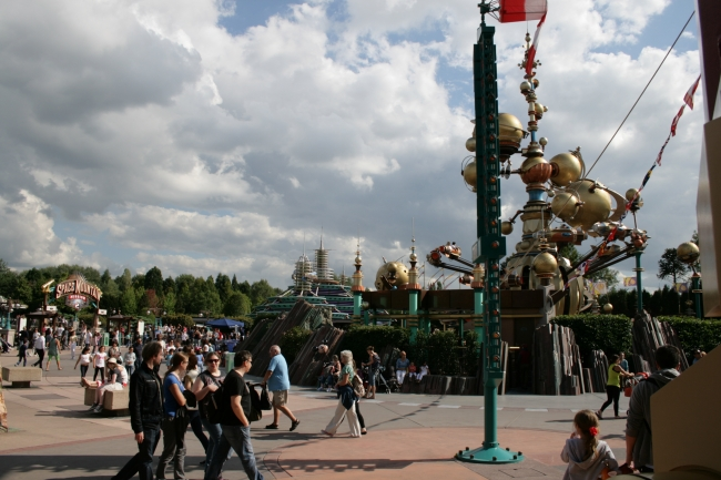 Overlooking Discoveryland, Space Mountain entry on the left, Orbitron on right, and Autopia in the background; note the little red/white weather vane on the signpost - part of the Hype...