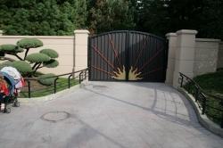Gate hiding
