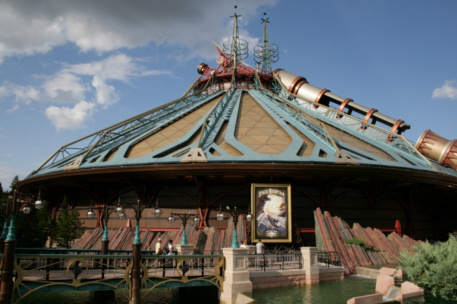 Another angle on Space Mountain, formerly Discovery Mountain, in perfect Jules Verne / Steam-Punk theming, resembling a circus tent